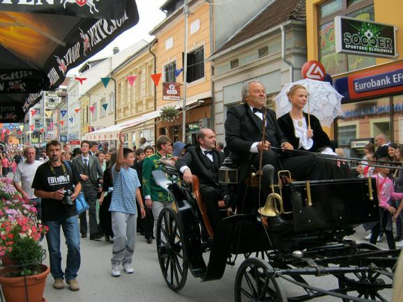 Na čelu parade u kočijama su sedeli Nušić i aktuelni predsednik opštine Radomir Ristić