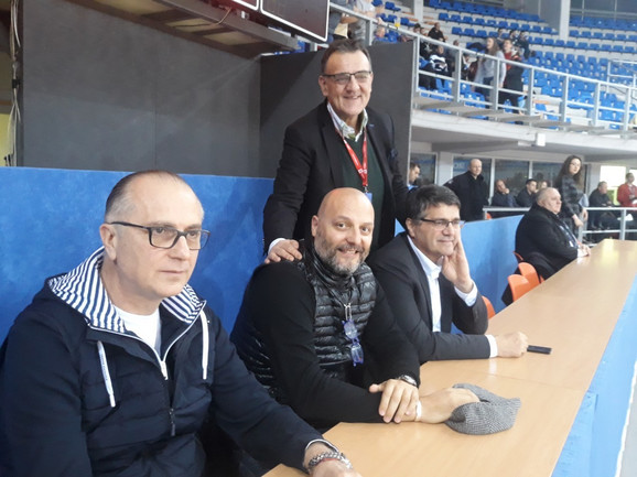 Trener reprezentacije Srbije Aleksandar Đorđević i njegov pomoćnik Jovica Antonić posmatraju utakmicu FMP - Sveti Đorđe