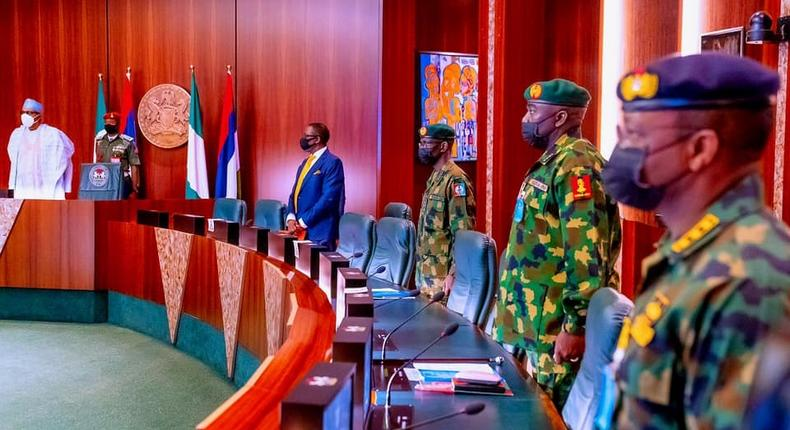 Buhari in a meeting with his security chiefs before his latest trip to London (Femi Adesina)