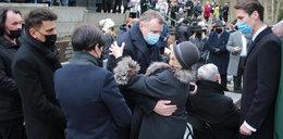 Przejmujący gest Jacka Kurskiego nad grobem dziennikarza Piotra Świąca. Wszyscy mieli łzy w oczach...