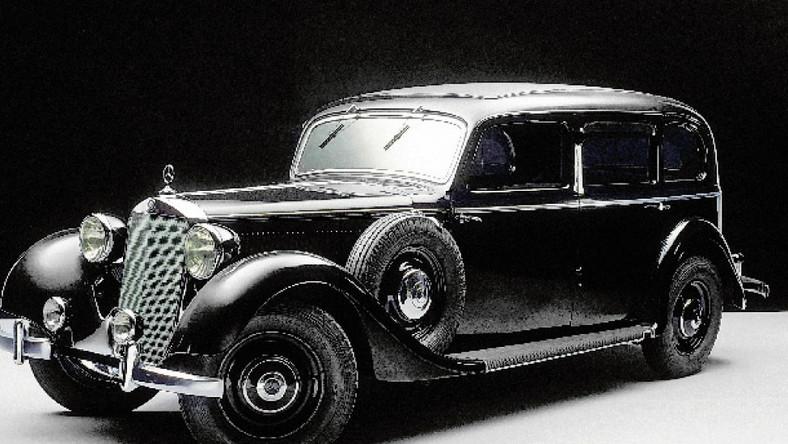 Nowoczesna architektura Mercedes 260D: pierwszy samochód osobowy z dieslem pod maską UM68