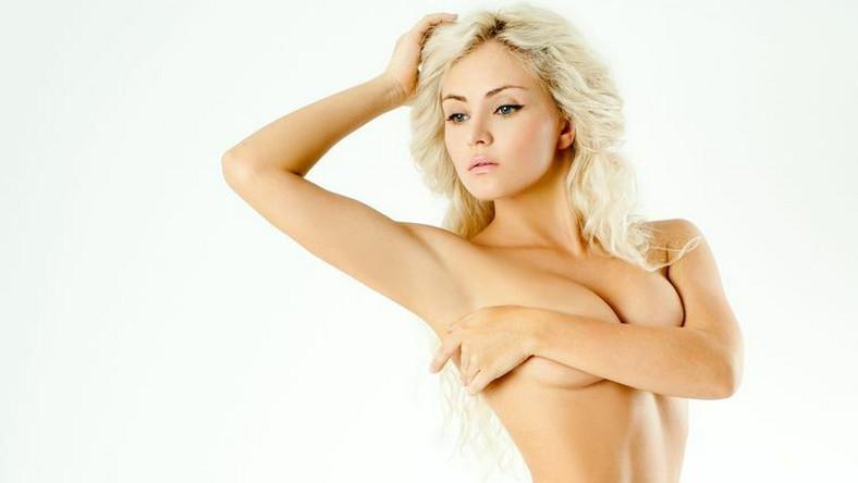 Co poza nogami, pachami i okolicami bikini może golić kobieta? A wyobraź sobie piękną, opaloną brunetkę z bujnym... wąsem