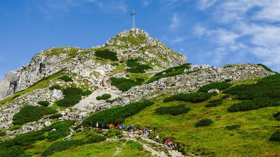 W weekend tłumy turystów w Tatrach (zdjęcie ilustracyjne)