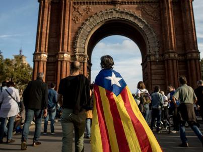 Władze Hiszpanii domagają się od szefa katalońskiego rządu jasnej odpowiedzi, czy proklamował niepodległość regionu