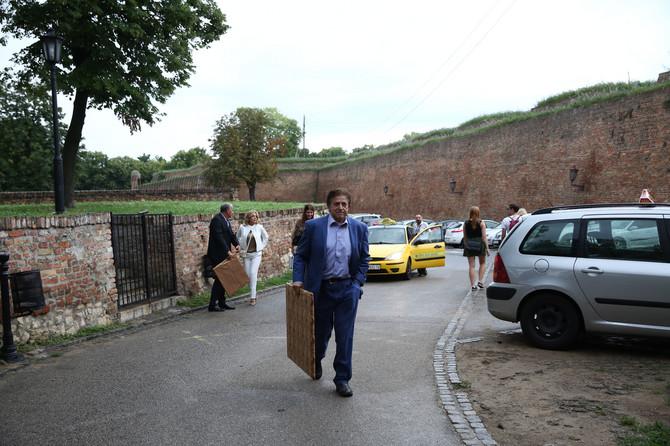 Milutin Popović Zahar stiže na venčanje