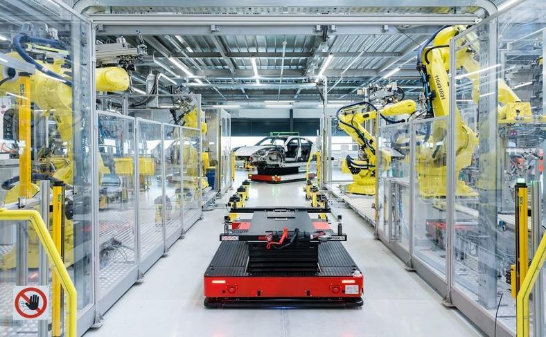 Porsche Taycan już w produkcji. Po niespełna 2 latach prac konstrukcyjnych niemiecka firma otwiera na terenie fabryki w Zuffenhausen nowy zakład produkcyjny dla swojego pierwszego samochodu sportowego z napędem całkowicie elektrycznym
