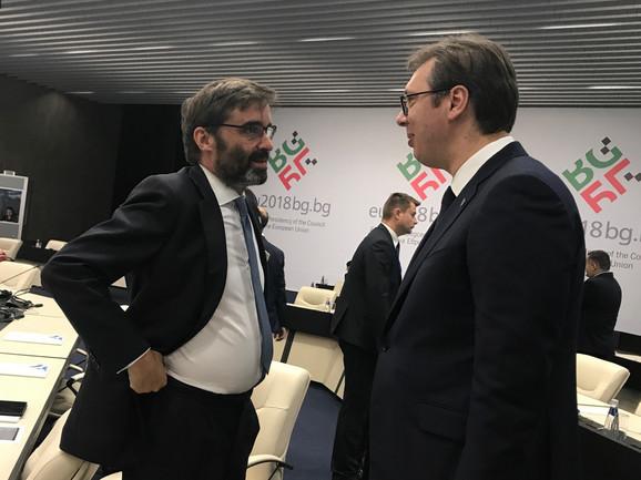 Srdačan razgovor španskog predstavnika i Vučića, za čije su prisustvo zainteresovani posebno španski mediji