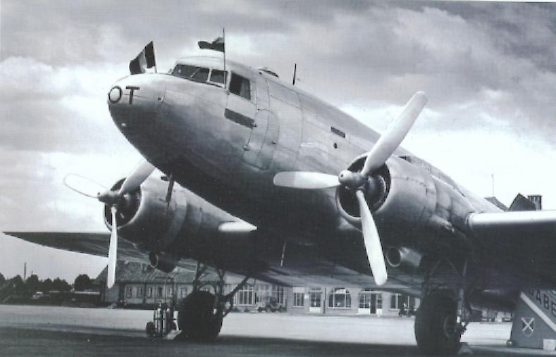 Douglas DC-2 na pokład zabierał do 17 pasażerów. Przed wojną służył jako samolot pasażerski, mający wyprzeć Fokkery F-VII. W 1935 roku na jego bazie zbudowano bombowiec Douglas DC-18 Bolo.