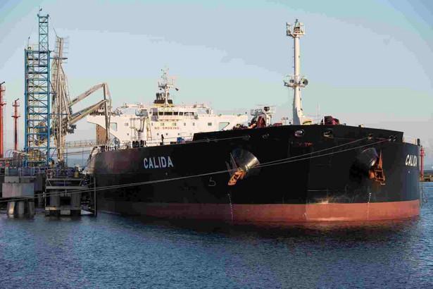 Z Naftoportu ropa z obu tankowców zostanie przetransportowana rurociągami do zbiorników Lotosu i PERN. Potem nastąpi jej przerób w gdańskiej rafinerii. Jest to pierwszy od wielu lat transport irańskiej ropy do Gdańska.
