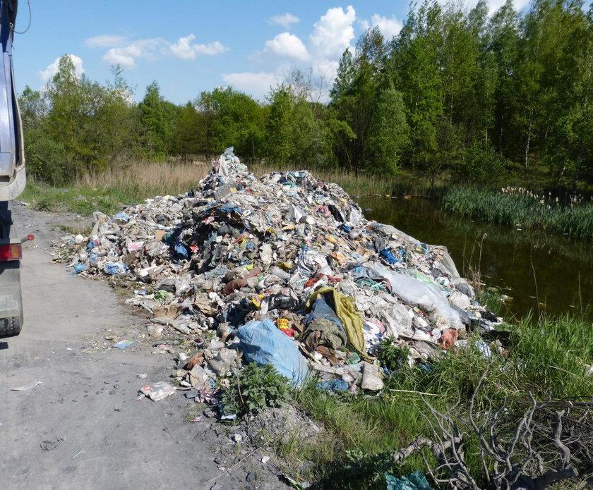 Tak wygląda nielegalne wysypisko we wsi premier Szydło