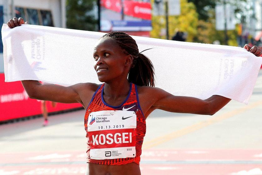 O tym jak świetny jest to czas najlepiej może świadczyć fakt, że dałby on biegaczce z Afryki szóste miejsce na liście najlepszych polskich... maratończyków w tym roku.