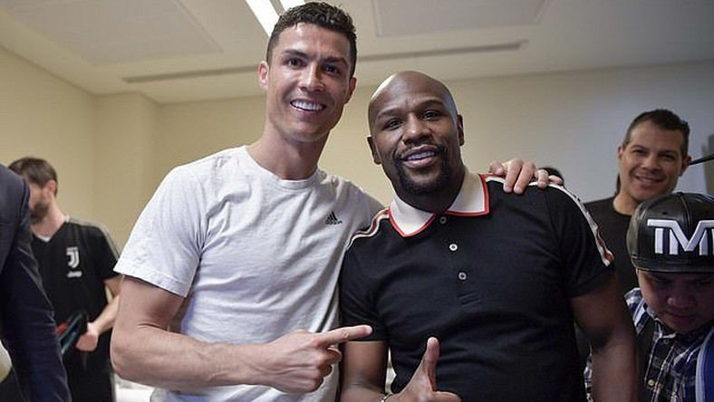 Boxing champion Floyd Mayweather Jr poses with Cristiano Ronaldo