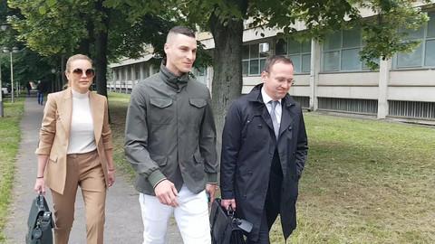 Karleuša je izbegla dva prethodna ročišta: Ognjen Vranješ došao na suđenje, kada su ga pitali za pevačicu on je imao ovaj odgovor! VIDEO
