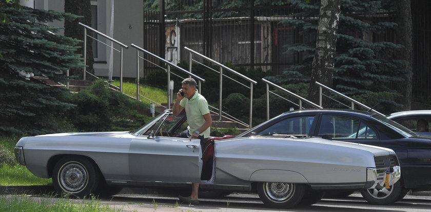 Krzysztof Hołowczyc jeździ w stylu retro. Ale ma brykę!