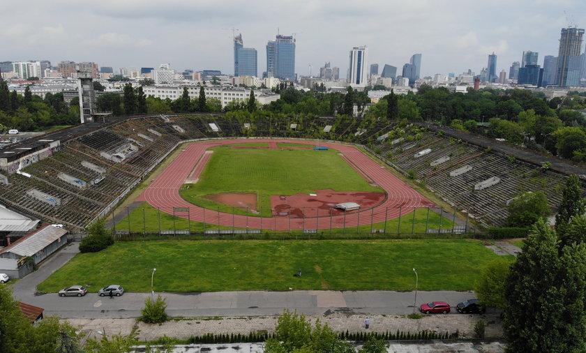 Przez wiele lat na stadionie mieścił się nowoczesny Ośrodek Przygotowań Olimpijskich. Z czasem jednak zamienił się ruinę.