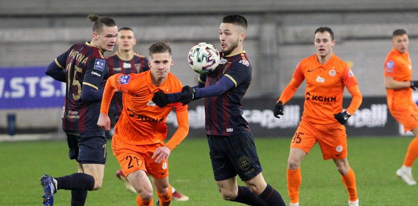 Młodzi piłkarze poważnie traktują futbol. Dla nich piłka to wszystko!