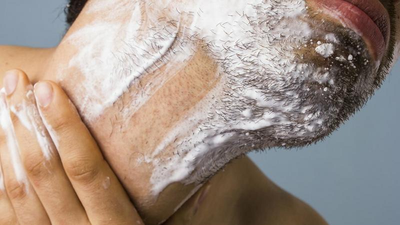 Maszynka do golenia damska kontra męska – różnią się od siebie bardziej, niż ci się wydaje