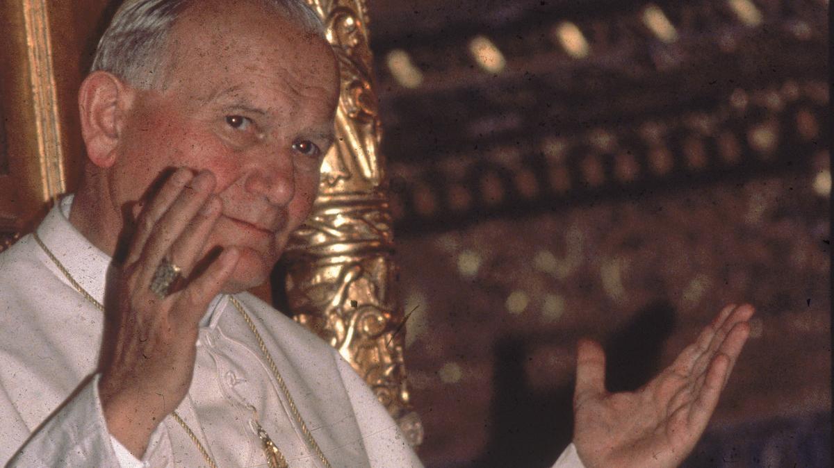 Sorozatos tragédiák kövezték ki az útját, mielőtt az egyház és a vallás felé fordult: így lett minden idők legnépszerűbb pápája II. János Pál