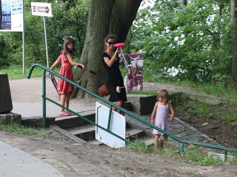 Marta Kaczyńska zawsze chętnie spędza wolny z dziećmi wolny czas.
