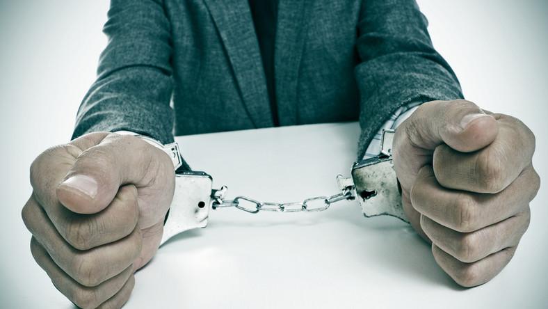 kajdanki korupcja aresztowanie