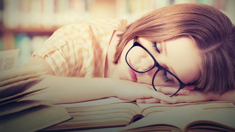 Metoda 4-7-8 pozwala uspokoić ciało i umysł, zrelaksować się oraz poczuć sennym