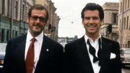 """James Bond pożegnał Jamesa Bonda. Pierce Brosnan wspomina Rogera Moore'a. """"Byłeś ogromną częścią mojego życia"""""""