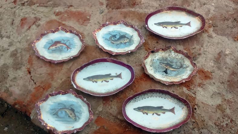 """Dekorowany zestaw do podawania ryb. Jeden ze """"skarbów"""" odkrytych w trakcie budowy budynku, w którym swoją nową siedzibę znajdą komisje sejmowe..."""