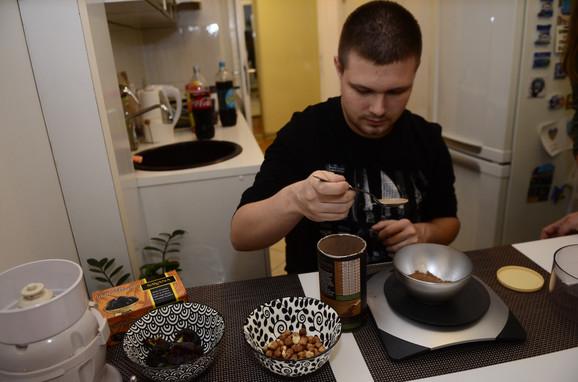 Majstor za kakao-kuglice sa lešnicima i urmama
