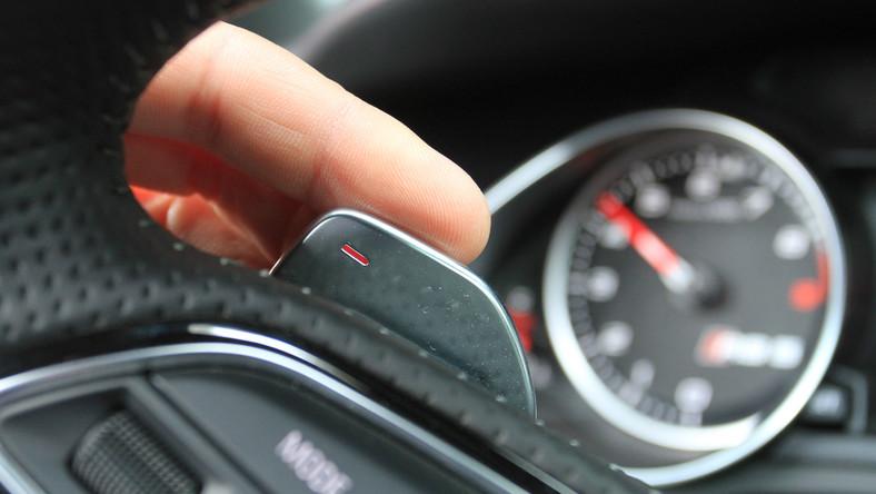Raport na 2014 ro rzeczoznawcy DEKRA stworzyli po analizie ponad 15 milionów badań okresowych pojazdów, które przeprowadzono w ciągu dwóch ostatnich lat. Dziennik.pl wybrał z tego zestawienia najlepsze auta w kategorii przebiegu od 50 tys. km do 100 tys. km. Przypominamy, że długość równika wynosi 40 076 km :) Zobacz NOWY ranking...