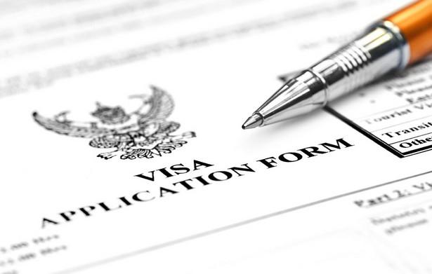 """KE ostrzega, że """"złote"""" paszporty i wizy mogą wykorzystywać przestępcy"""