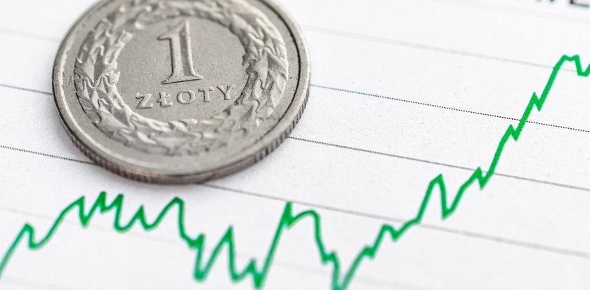 Rząd chwali się, że rosną pensje Polaków. Sprawdziliśmy to