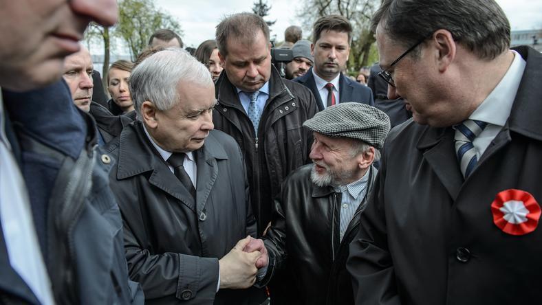 Jarosław Kaczyński odwiedził dziś Białą Podlaską, gdzie odsłonięto pomnik pary prezydenckiej