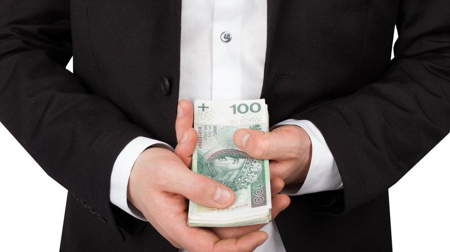 Pracownicy kieleckiego pośredniaka mieli wyłudzić ponad 300 tys. zł