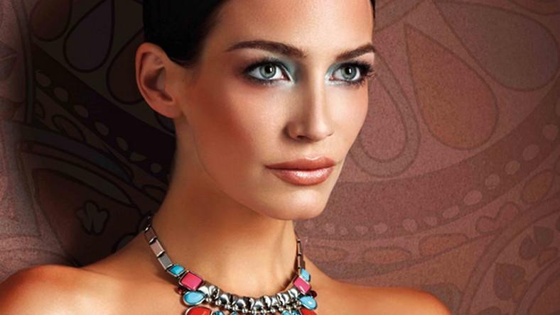 Głęboka opalenizna i orientalne zestawienia barw: turkusu, koralu i różu – oto propozycja make-upu na lato 2012 od Artdeco