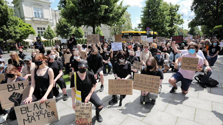 Protest przed ambasadą USA w Warszawie po zabójstwie George'a Floyda