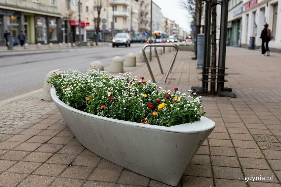Kwietnełódki. W Gdyni stanęło 100 donic przypominających łodzie!