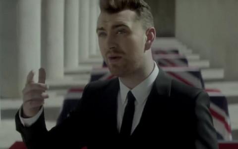Pevač objavio da je naklonjen istom polu i sada sprema nastpup u haljini i štiklama! NEVIĐENA TRANSFORMACIJA!