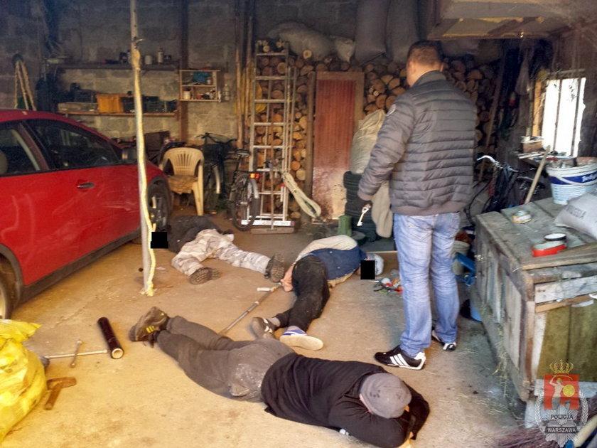 Policjanci rozbili samochodową dziuple