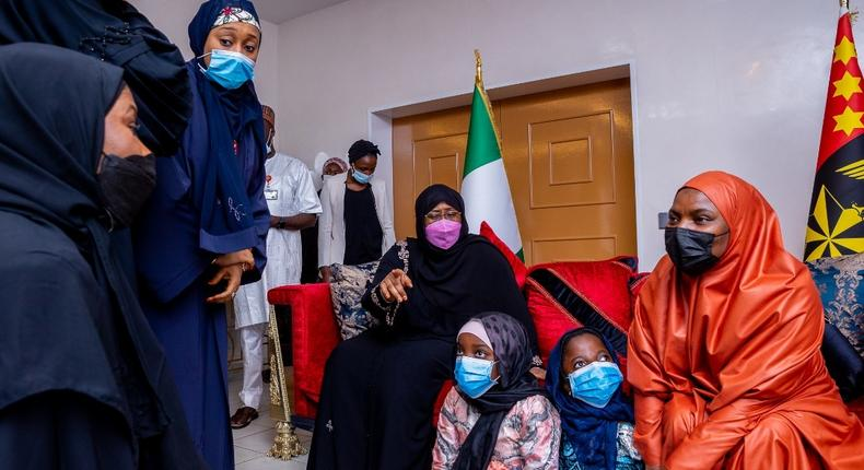First Lady Aisha Buhari commiserates with families of military officers who died in a plane crash in Kaduna [Twitter/@aishambuhari]