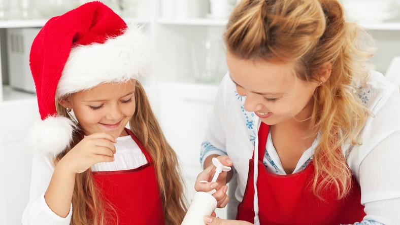 W trosce o zdrowie i szczupłą sylwetkę warto samemu w domu przygotowywać sobie posiłki. Do tego należy wykorzystywać dobre produkty spożywcze i przygotowywać je w odpowiedni sposób. Zdrowe gotowanie ułatwi dobry sprzęt kuchenny