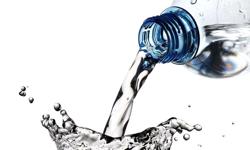 Uwaga! Nie pij tej wody mineralnej! Jest skażona