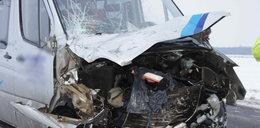 Wypadek busa z ciężarówką! 10 osób poważnie rannych