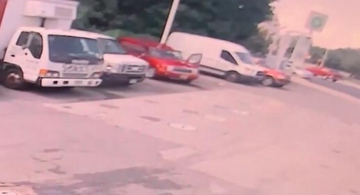 ubio suprugu dok je prao kola