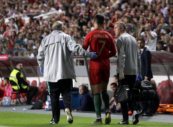 Kristijano Ronaldo i lekarski tim Portugala na