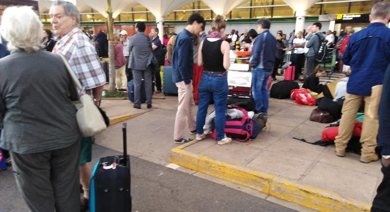 Passengers stranded at the JKIA on March 6, 2019. Reported go-slow of KAA workers (Twitter)