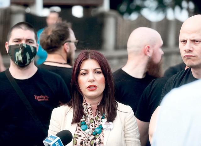 """Antivakserka Jovana Stojković iznela sramnu tvrdnju da su """"razmirice deo života i braka i da samo budale i plaćenici mogu tvrditi da veza između muškarca i žene može biti nekonfliktna"""""""