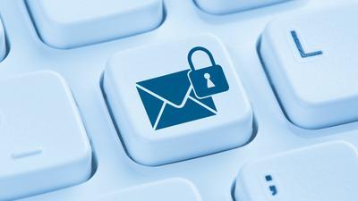 Fala zmian haseł w poczcie elektronicznej. Użytkownicy zabezpieczają swój e-mail