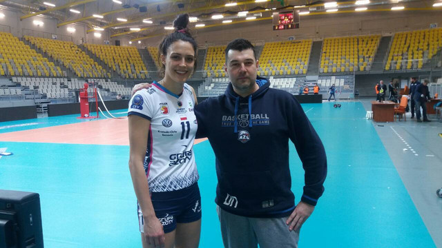 Košarkaški trener bodrio našu odbojkašicu: Dragan Nikolić i Stefana Veljković