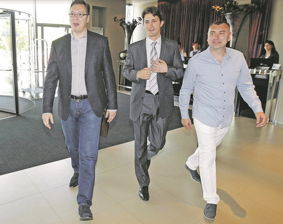 Aleksandar Vučić, Zdravko Marić, predsednik Sportskih igara mladih, i Tihomir Gudić, izvršni direktor