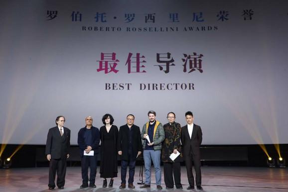 Ognjen Glavonić prima nagradu Roberto Roselini za najbolju režiju